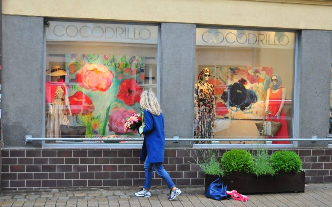 """Ausstellung """"Blütenhafte Bilderwelten"""" im Cocodrillo noch bis zum 22. Juli 2021"""